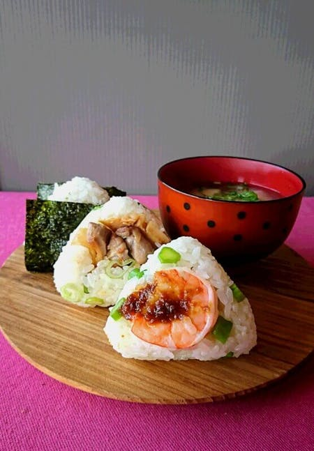 Omusubi(rice ball)、Miso soup,Local Green Tea