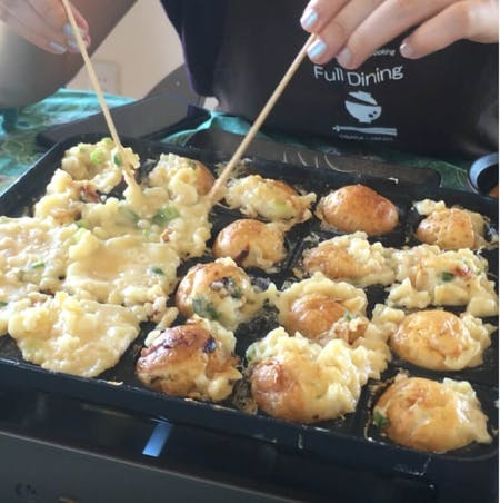 Cook crunchy(outside) & creamy(inside) takoyaki in Namba