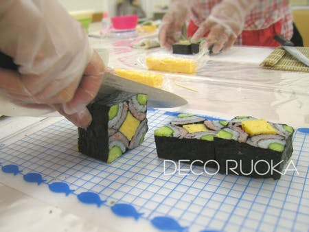 Beautiful DECO sushi roll class at cozy house