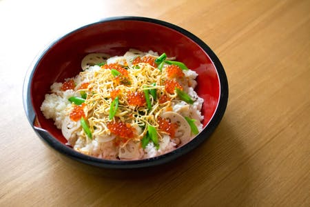 Special Chirashi Sushi(Scattered style sushi) and Tempura course!