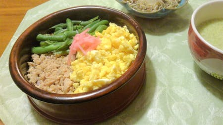 TRI-COLORED MINCE BENTO + TEA CEREMONY