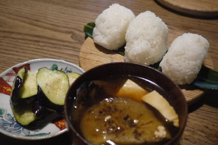 Cooking classes where farmers can enjoy rice balls and vegetables, starting with how to cook rice.