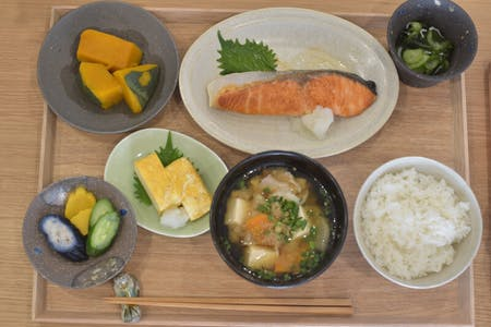 Japanese Teisyoku (choose main dish)\r\n- Grilled Salmon \r\n- Japanese Fried Chicken\r\n- Japanese style Hamburg at Yamashina