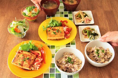 Healthy and wonderful meals by handmade soba and brown rice, and cooking professionals.