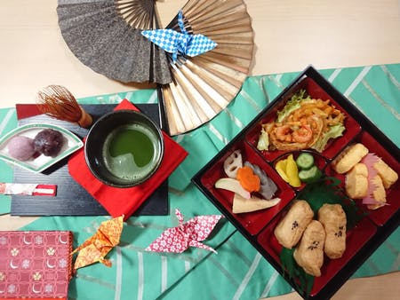 Bento Making and Tea Ceremony Experience\r\n