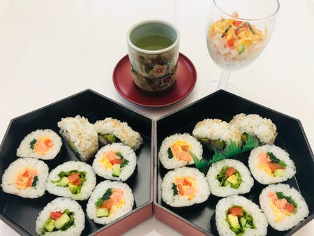 Willkommen and Welcome to the gateway to become a sushi professional! Party sushi that you can easily make when you return home!