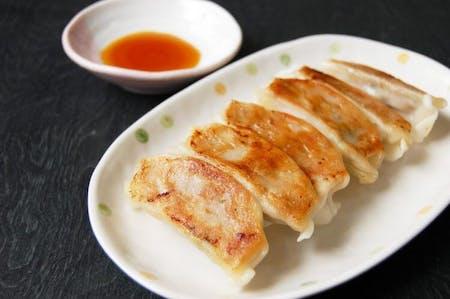 Making dumplings to enjoy in Shinjuku