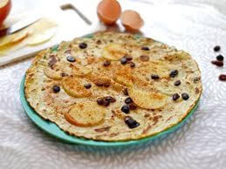 Online baking pancakes with apple and raisins