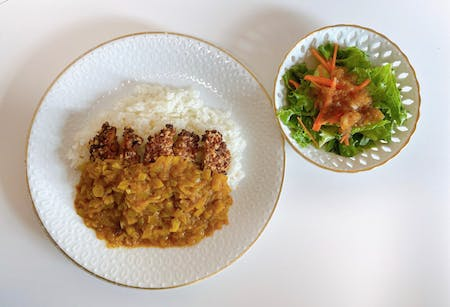 〈online class〉\r\nVegan cutlet curry with savory onion dressing \r\n