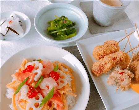Chirashi sushi with Deep fried skewers