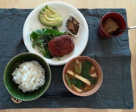 A casual vegan lunch plate + matcha green tea experience
