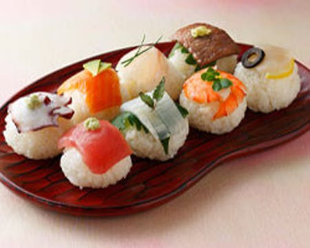 Nigiri Sushi(Hand shaped sushi)、Miso soup、Green Tea