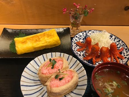 Let's enjoy cooking together! Japanese soul food. Mom 's taste. Sweet fried egg, red octopus wiener, pink inari sushi. Narita, Chiba