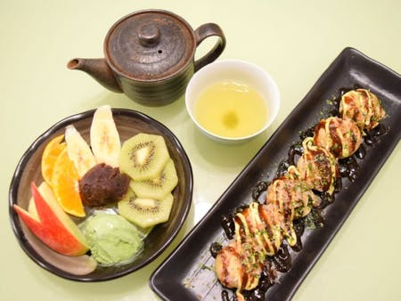 Let's 'Takopa'(Takoyaki party)! With Cream Shiratama Anmitsu for desert.