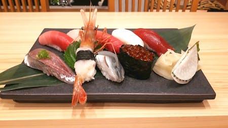 这是由活跃的寿司厨师开设的寿司课