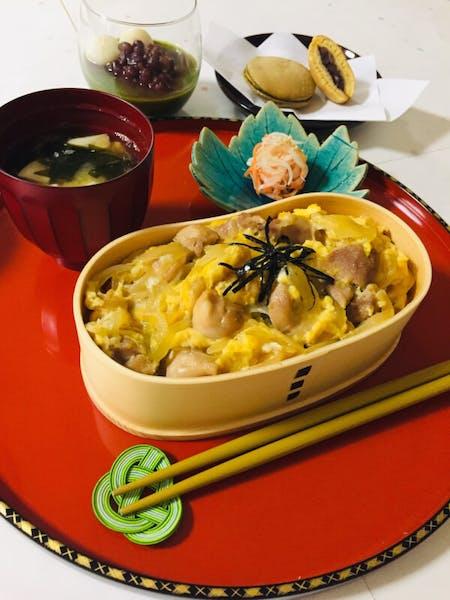 【KAMAKURA 】Oyakodon and Japanese sweets\r\n【镰仓站附近 】   鸡肉鸡蛋盖浇饭 和 日式   \r\n  点心٩(^‿^)۶