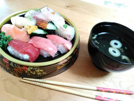 Cooking NigiriSushi with Mummy at Kyoto!! (My age is looks like your mother or grand mother:)