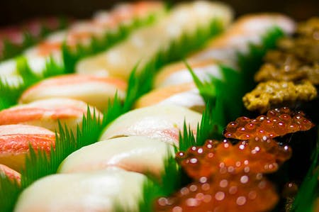 Let\'s Go to TSUKIJI Market TOGETHER with Interpreter!\r\nCooking Class of Sushi and Japanese Home Dish.