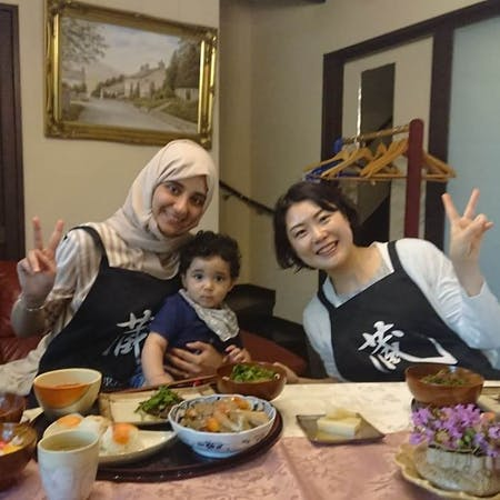 Let' enjoy Japanese cooking and tea ceremony.