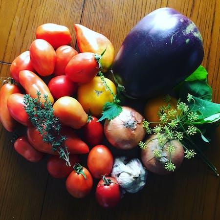 Easy cooking using vegetables stuck to ingredients from Hokkaido