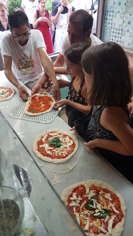 Pizza class in Naples in Pizzeria